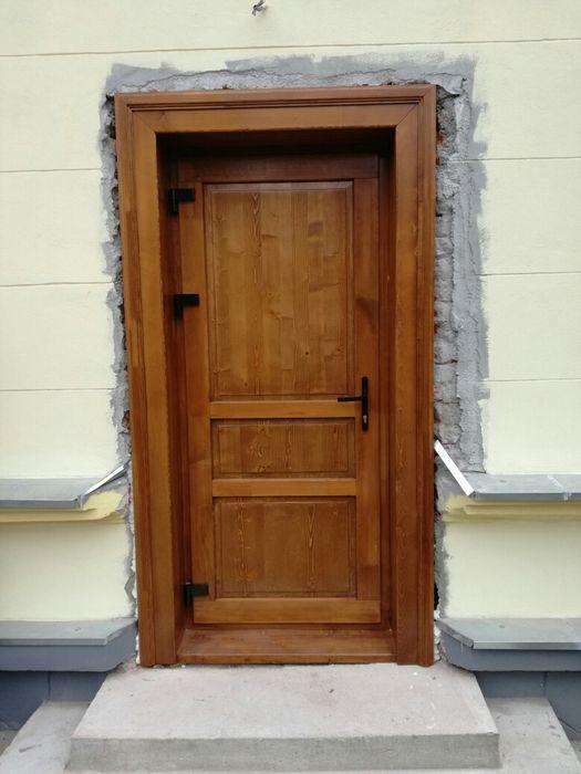Usa de exterior din lemn stratificat si inchidere multipunct