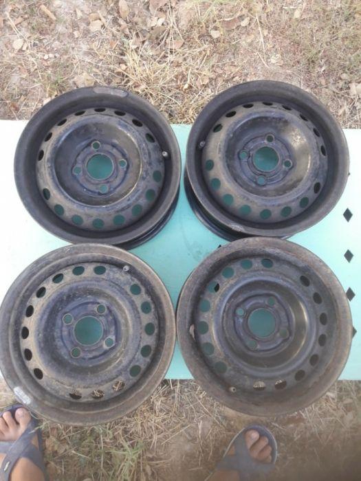 диски с калпакам R13 жағдайы жақсы