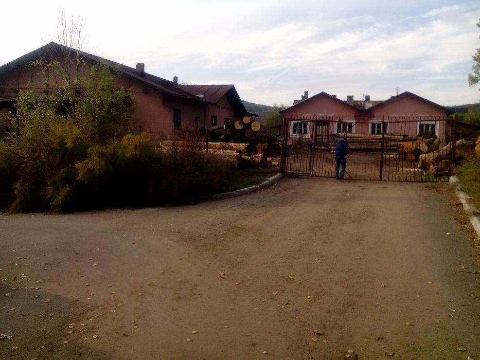 Vand(schimb) pensiune(restaurant) dezafectate, la 3 km de Hunedoara