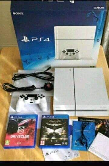 Vende se PlayStation 4