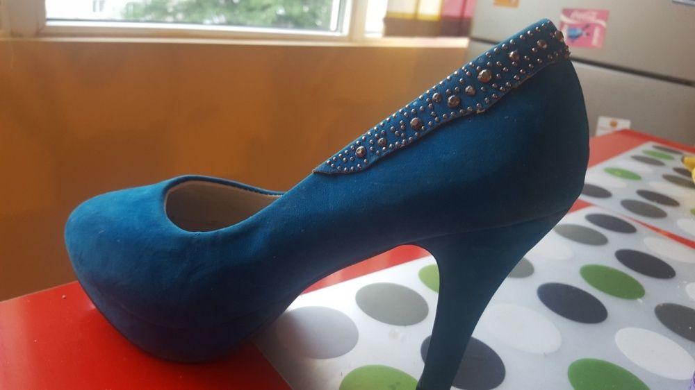 Vand pantofi catifea