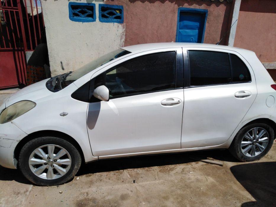 Vendo o meu Toyota Yaris - Limpo