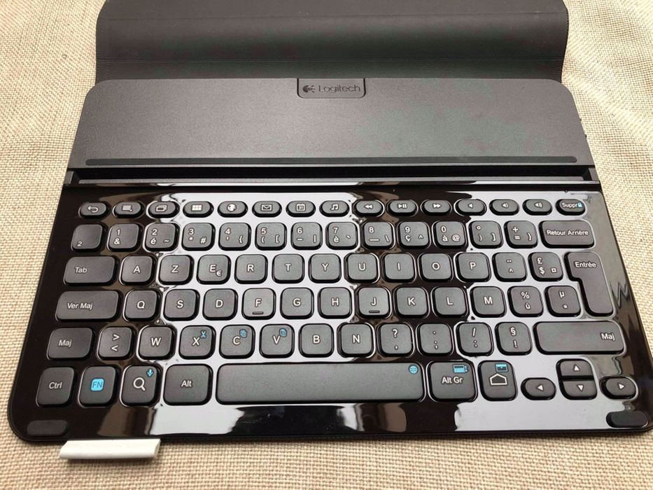 Logitech Pro Protective Case with Full-Size Keyboard for Samsung Galax