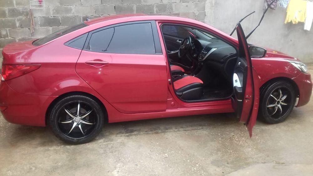Hyundai accent full option tecto panorâmico bancos em couro carro novo
