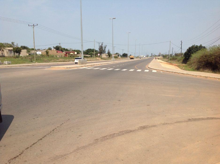 maputo-xihango . na berma da estrada. 45/60m=4.000.000mt negociaveis. Bairro Central - imagem 1