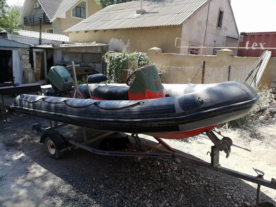 Лодка кильевая Avon 2P4M