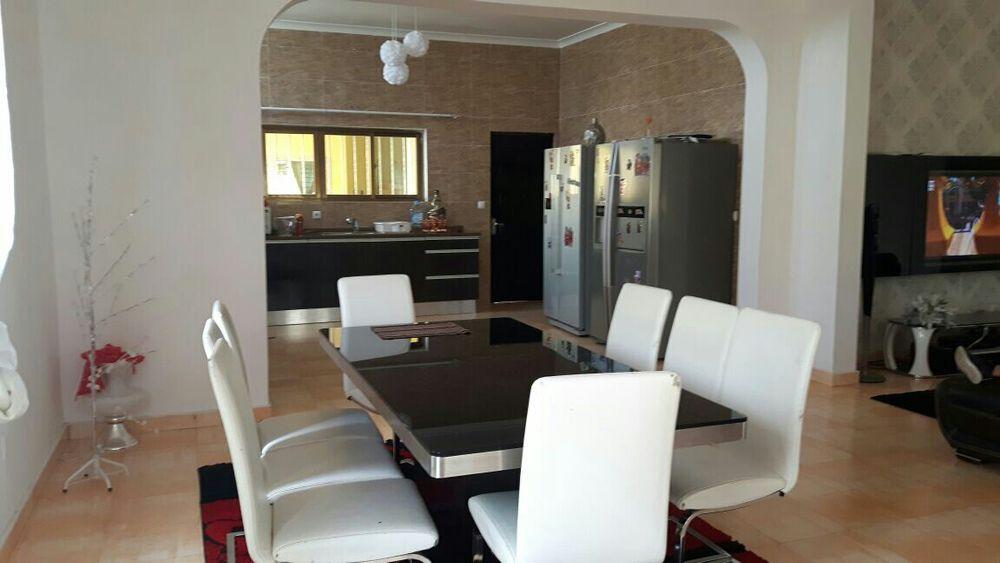 Vivenda V9 c/ 2 Pisos c/6 quartos suites, Restaurante Benfica Rua BFA