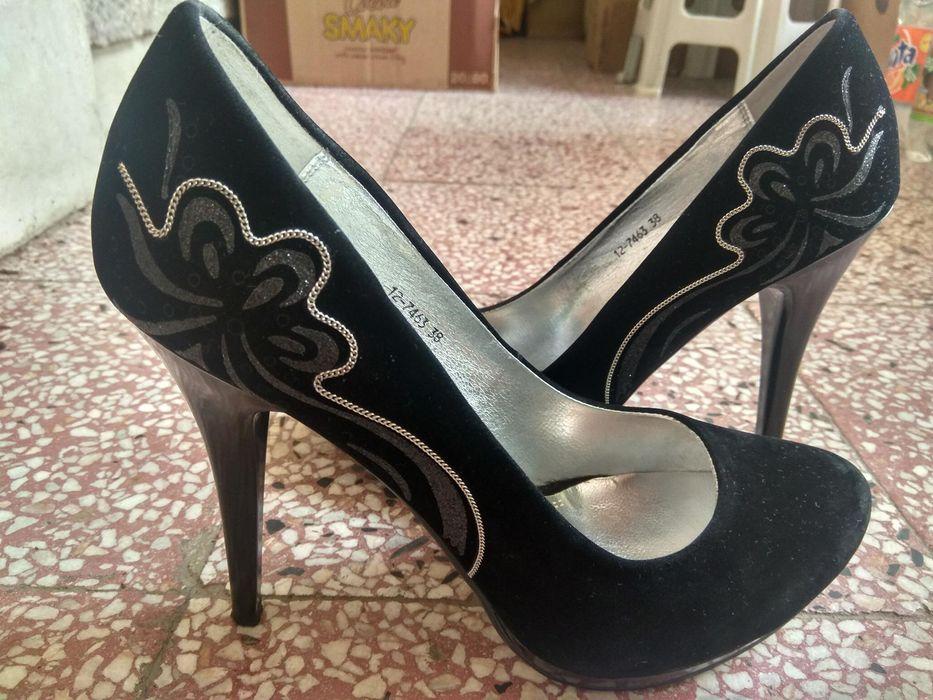 Елегантни дамски обувки на висок ток
