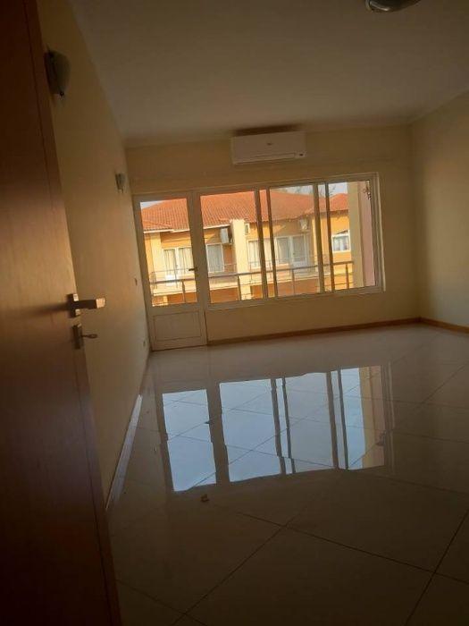 Temos para arrendar Moradia T4 no Condomínio Triunfo Sommerschield - imagem 3