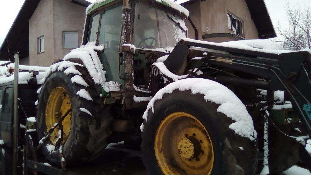 Dezmembrez Tractor Jhonn Deere 6800