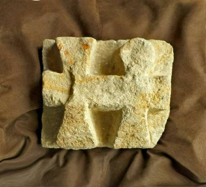 Каменна скулптура- кръстове
