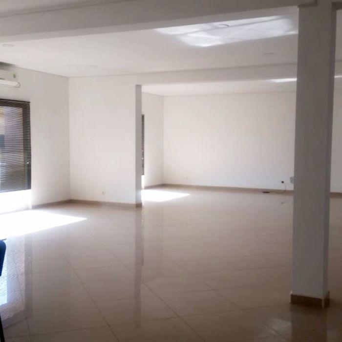 Arrendamos Escritório Edifício Comercial Com 300 m2 em Talatona