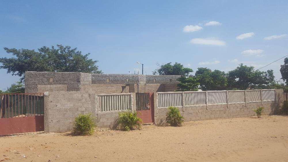 Vendo condomínio 2 casas T2 na fase de placa txumene
