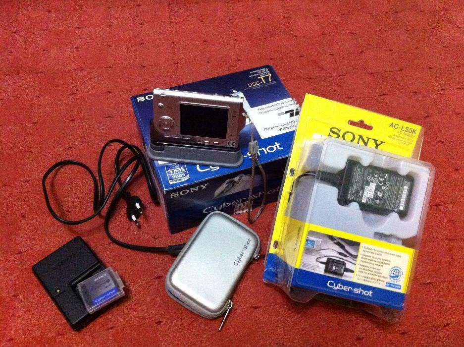 Sony CyberShot 5.1 Megapixel Silver Digital Camera - DSC-T7