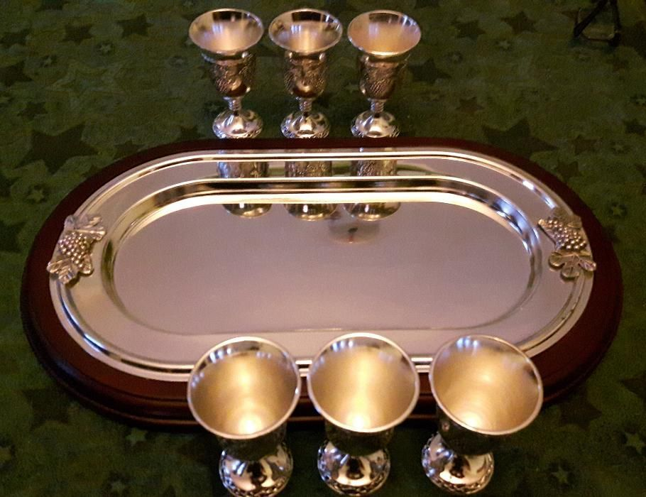 Уникален стилен и много красив сервиз - табла и 6 бр. чашки