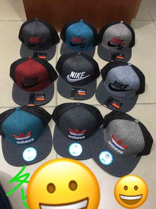 Chapéus Adidas/Nike's
