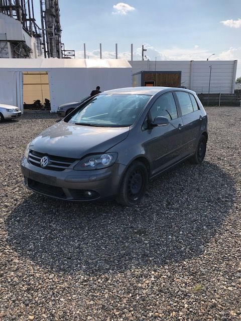 Dezmembrez Vw Golf 5 Plus gri 2,0tdi tip BMM an 2007