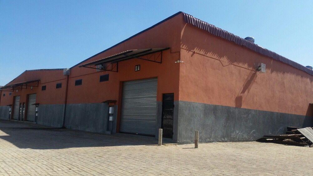 Arrendamos diversos armazéns na N4 witbank Matola