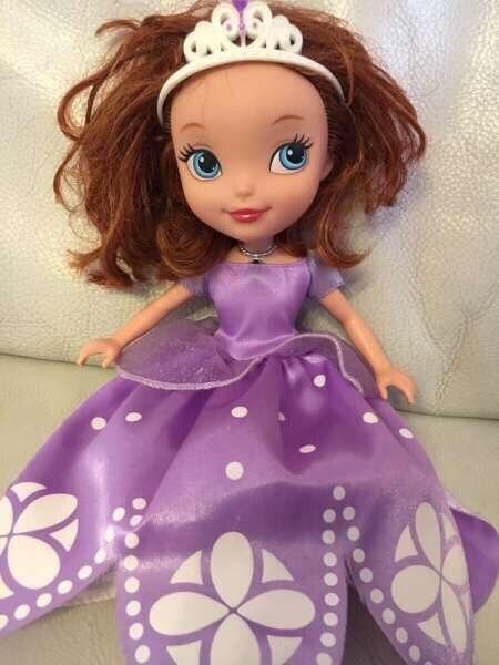 Голяма пееща кукла София