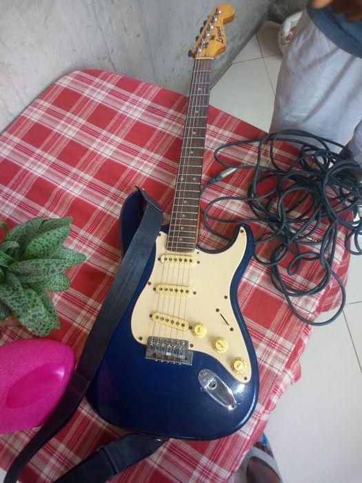 Guitara electica & culuna