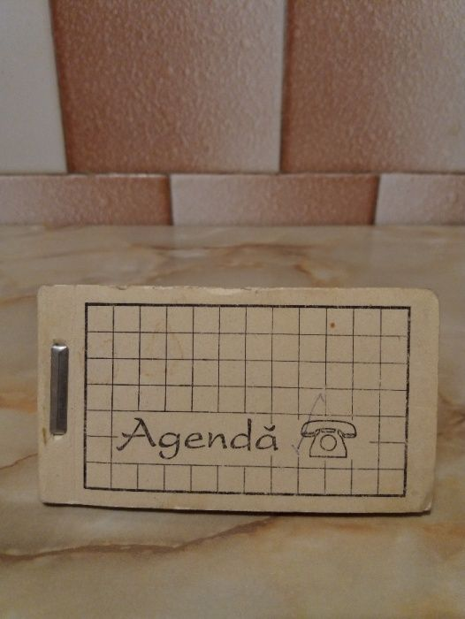 Agenda telefonica anii '80, nefolosita