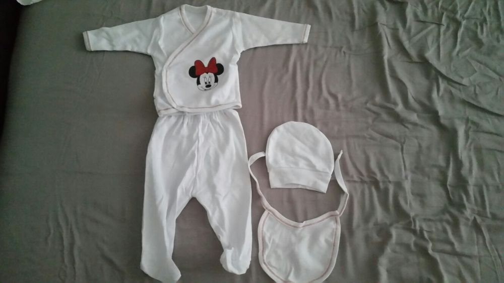 Set superb minnie, pantaloni, bluza, bavetica caciula bebe jucarii