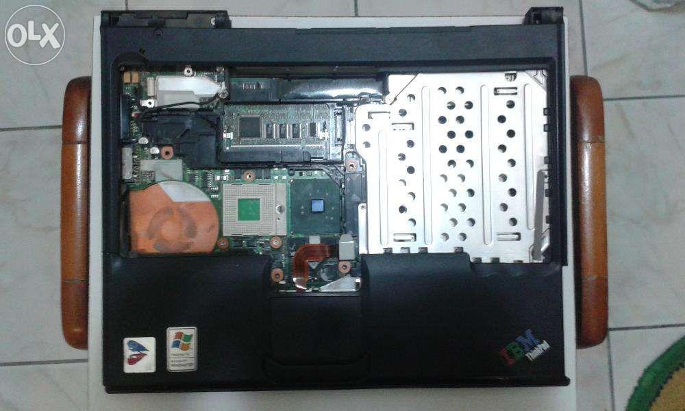 carcasa inferioara laptop IBM T41p