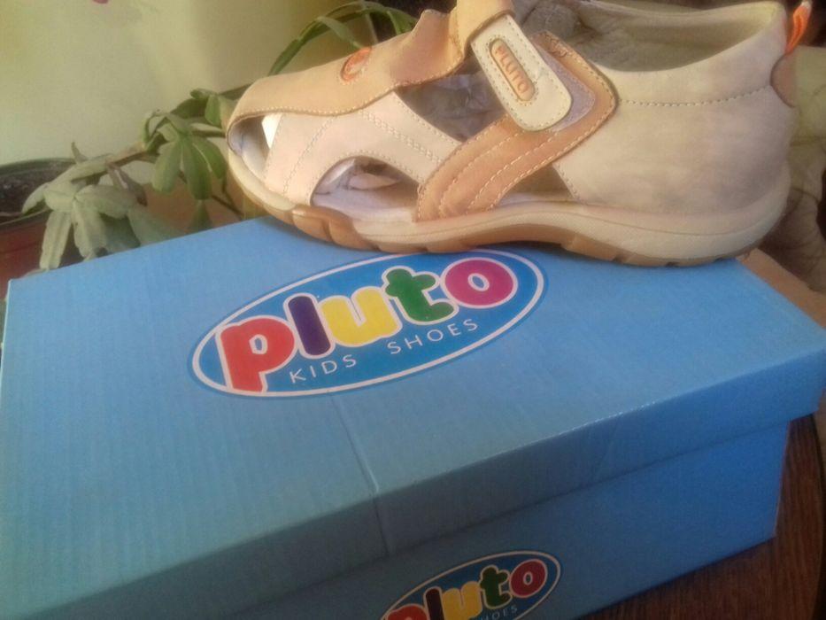 Vind sandale din piele noi cu eticheta