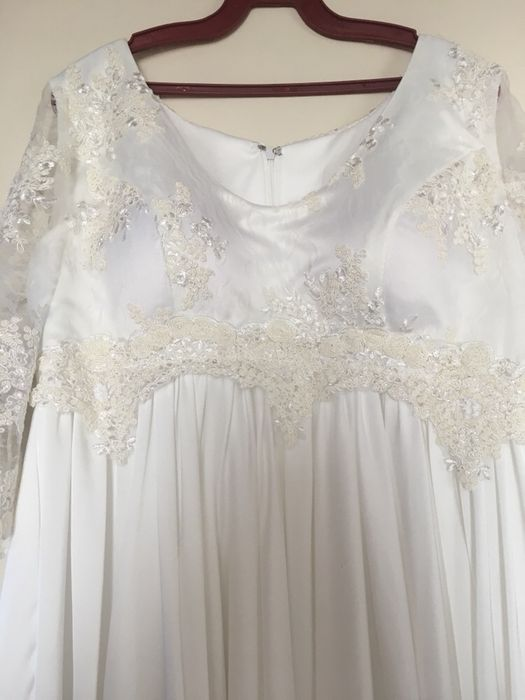 Vand rochie de mireasa pentru gravide culoare ivory