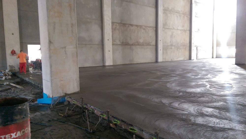 Pardoseli industriale din beton elicopterizat sau rasini epoxidice