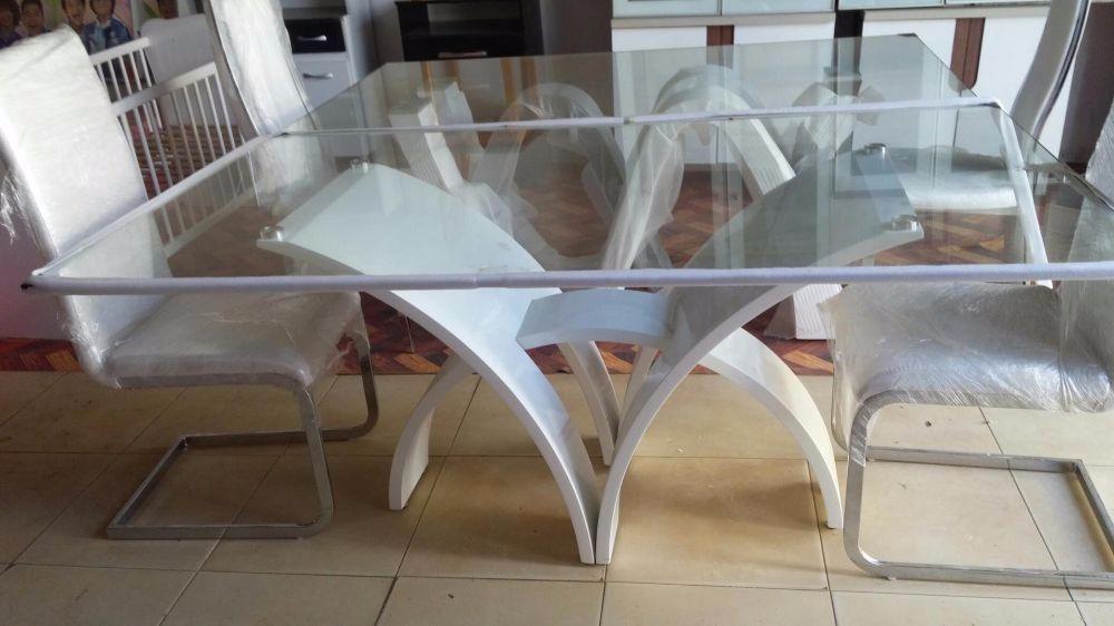 Mesa de jantar com 6 cadeira cor branco.produtos novo na caixa