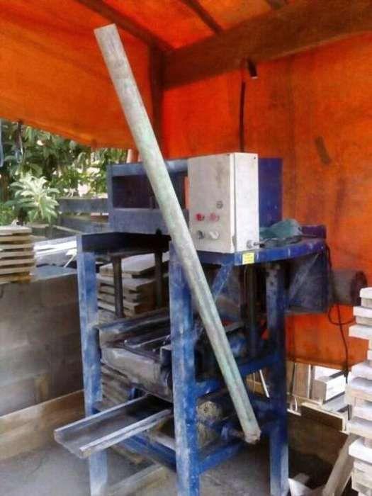 Maquina de blocos feito aqui em moz