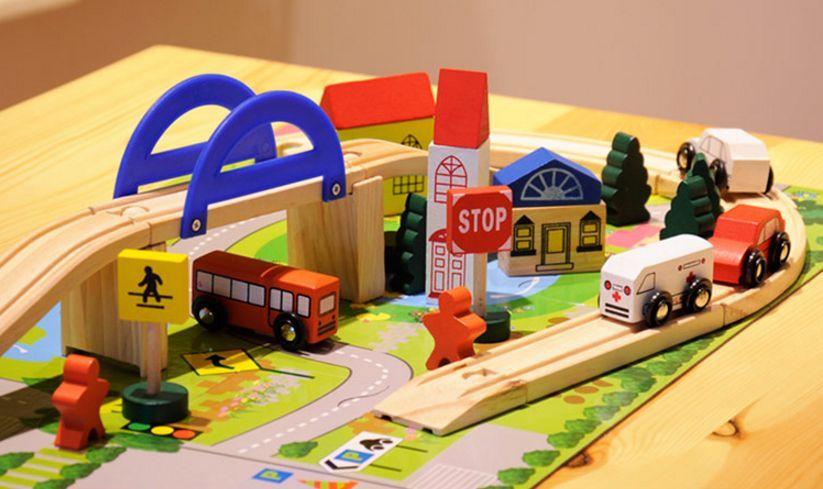 Детски дървен конструктор 40 части с релси,парк,надлез, дървени коли гр. Бургас - image 2