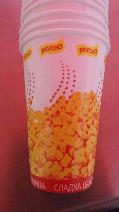 Картонени брандирани чаши за царевица.
