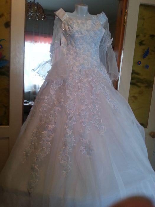 Свадебное платье с голубыми цветами, размер 46-48