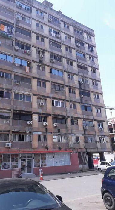 Apartamento T3 no 1.Andar a Venda na Rua 3 no Cassenda atrás banco BFA