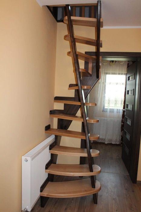 Scară interioară din lemn pentru spații extrem de mici