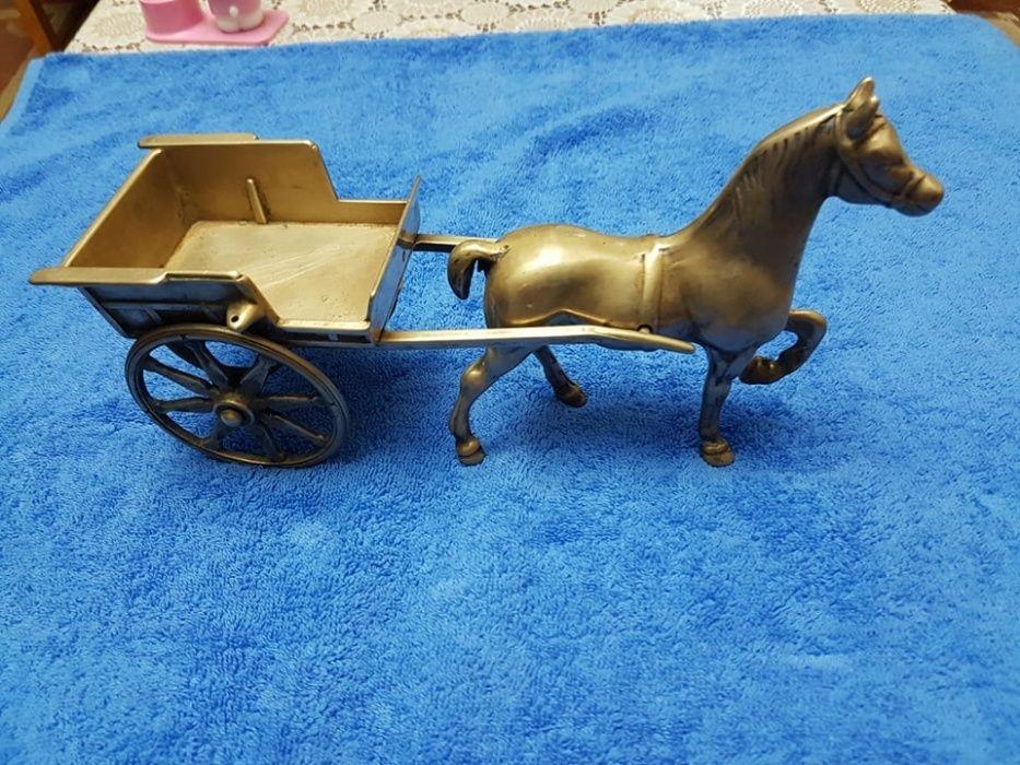 Cal cu trasura din bronz