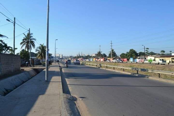 Arrendo espaço a beira da Estrada ideal pra Parque de Viatura. J Chiss