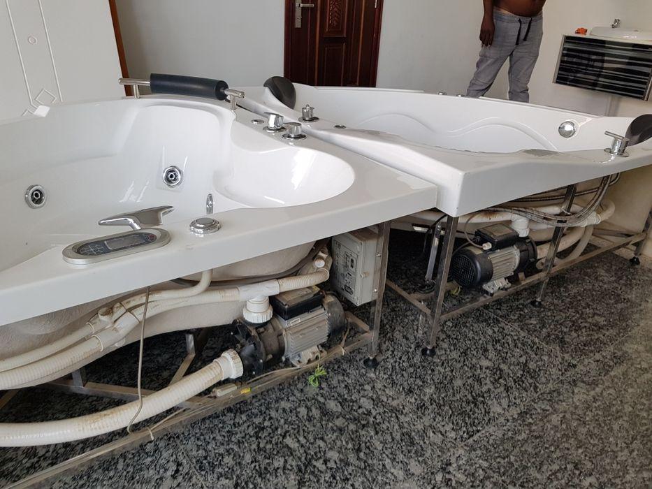 Vende-se banheiro de hidromassagem ou jacuzzi novo.
