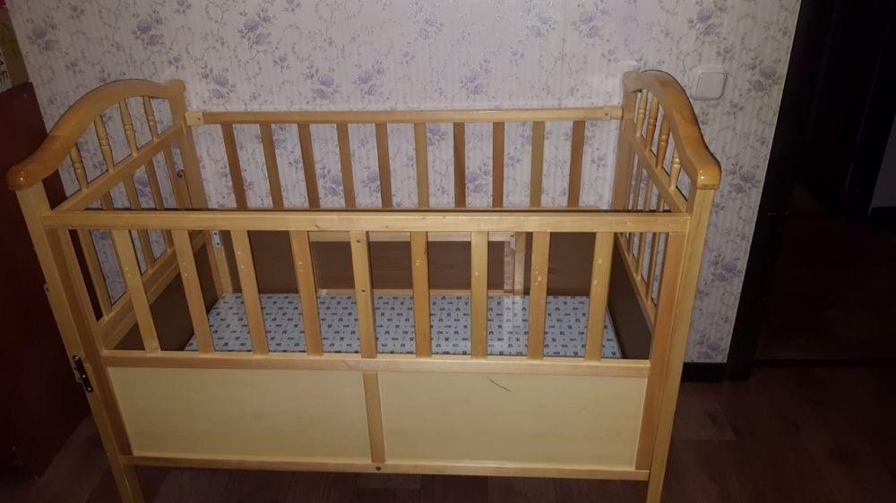 детскую кровать с люлькой