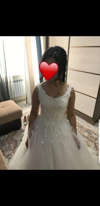 Почти новое свадебное платье