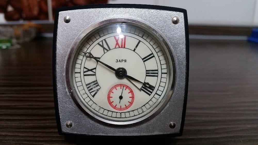 Часы настольные с будильником Заря