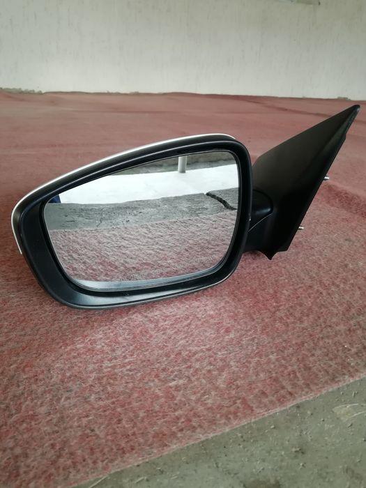 Боковая зеркало