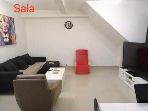 Casa T7+Loja (Com anexos no Quintal) Vila Alice