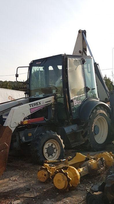 Dezmembrez Buldoexcavator Terex 820 An 2005