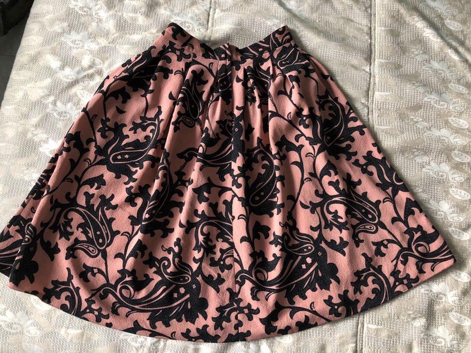 Розова пола с интересни елементи
