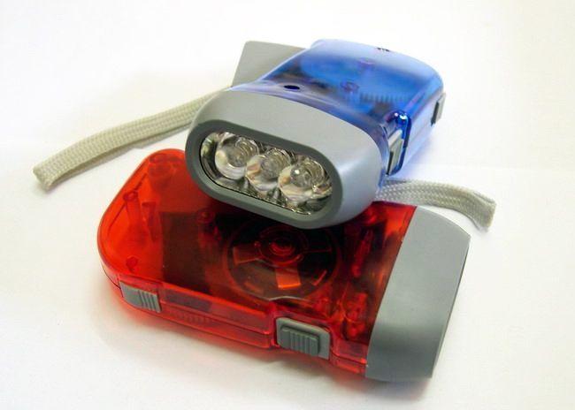 lanterna tesla,3leduri puternice,cu dinam siacumulator,pretfix,ramburs