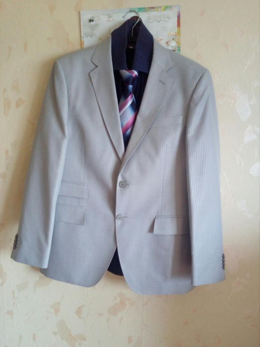 Мъжки костюм, риза, вратовръзка