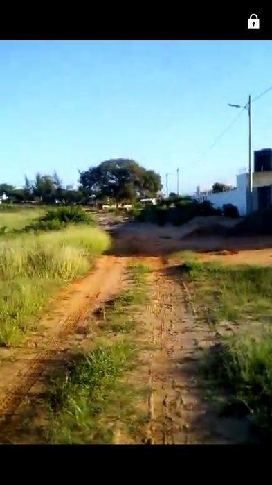 Vendo se Terreno de 100X80 no Agostinho Neto na berma da estrada